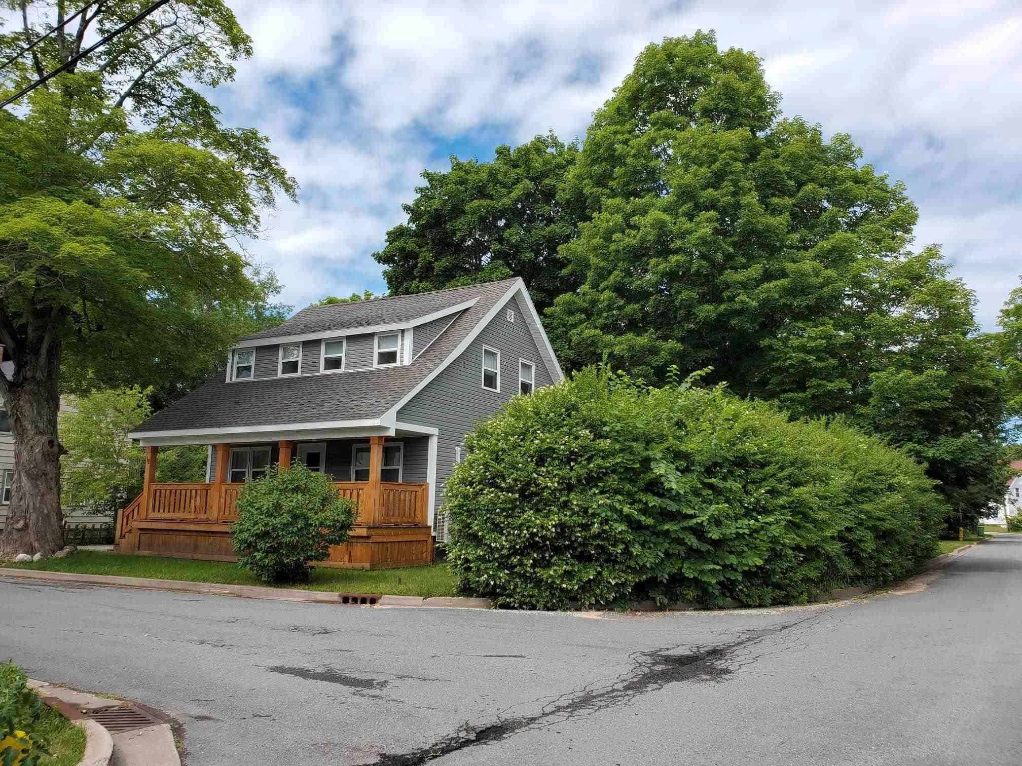 Main Photo: 12 CRESCENT Avenue in Kentville: 404-Kings County Residential for sale (Annapolis Valley)  : MLS®# 202117152