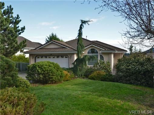 Main Photo: 2319 Evelyn Hts in VICTORIA: VR Hospital House for sale (View Royal)  : MLS®# 692691