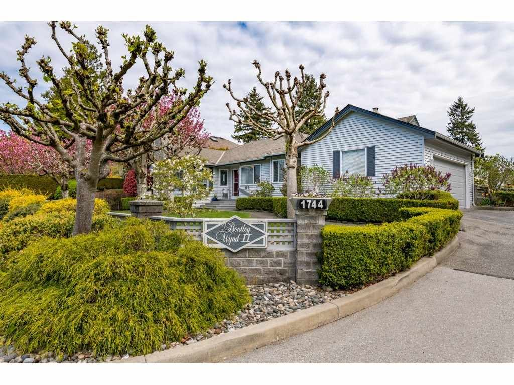 Main Photo: 101 1744 128 STREET in Surrey: Crescent Bch Ocean Pk. Townhouse for sale (South Surrey White Rock)  : MLS®# R2451340