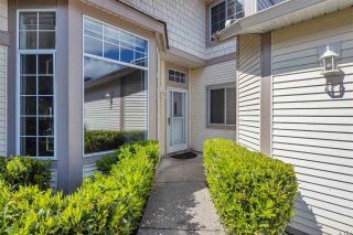 """Photo 3: 122 9012 WALNUT GROVE Drive in Langley: Walnut Grove Townhouse for sale in """"QUEEN ANNE GREEN"""" : MLS®# R2584394"""