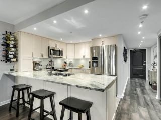 """Photo 11: 201 2665 W BROADWAY in Vancouver: Kitsilano Condo for sale in """"MAGUIRE BUILDING"""" (Vancouver West)  : MLS®# R2565478"""