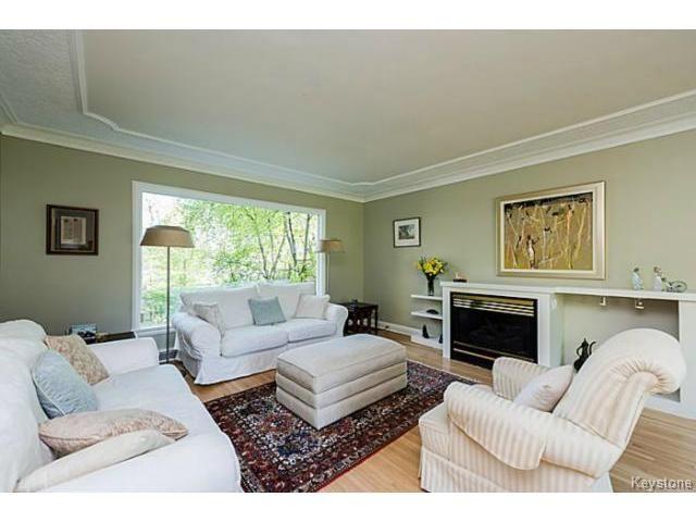 Photo 3: Photos: 359 Kingston Crescent in WINNIPEG: St Vital Residential for sale (South East Winnipeg)  : MLS®# 1513221