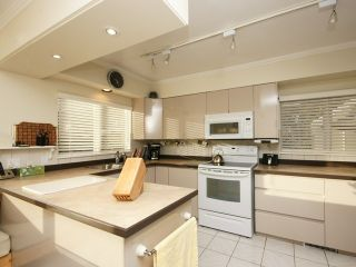 Photo 10: 2095 Mathers Avenue in Vancouver: Ambleside Condo for sale (Vancouver West)  : MLS®# V1047700