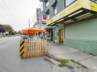 """Photo 18: 303 725 COMMERCIAL Drive in Vancouver: Hastings Condo for sale in """"Place Devito"""" (Vancouver East)  : MLS®# R2509088"""