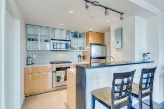 """Photo 6: 1705 33 SMITHE Street in Vancouver: Yaletown Condo for sale in """"COOPERS LOOKOUT"""" (Vancouver West)  : MLS®# R2129827"""
