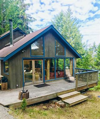 "Photo 1: 106 DARK HORSE Road: Saturna Island House for sale in ""David Elford Holdings Co"" (Islands-Van. & Gulf)  : MLS®# R2407736"