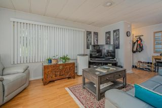 """Photo 4: 1 6280 KING GEORGE Boulevard in Surrey: Sullivan Station Manufactured Home for sale in """"White Oak Park"""" : MLS®# R2608033"""