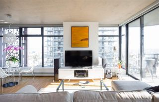 """Photo 1: 2106 128 W CORDOVA Street in Vancouver: Downtown VW Condo for sale in """"WOODWARDS W43"""" (Vancouver West)  : MLS®# R2222089"""