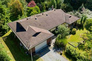 Photo 1: 834 PARK Road in Gibsons: Gibsons & Area House for sale (Sunshine Coast)  : MLS®# R2494965