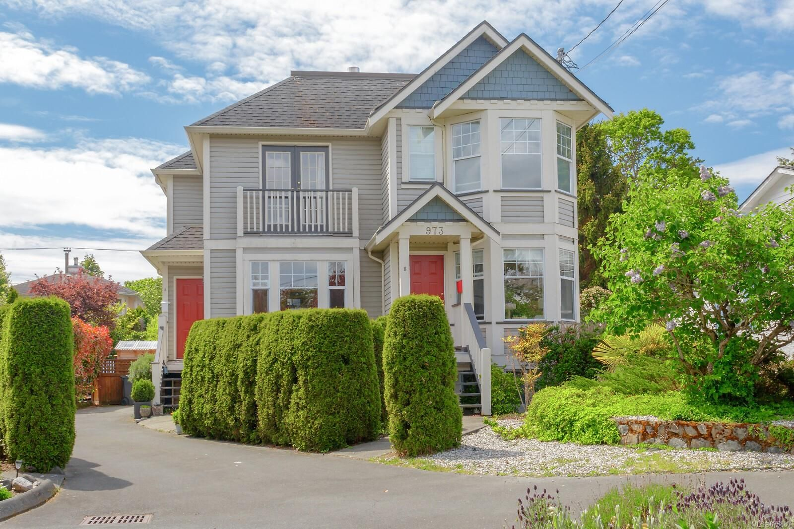 Main Photo: A 973 Dunsmuir Rd in : Es Old Esquimalt Half Duplex for sale (Esquimalt)  : MLS®# 875830