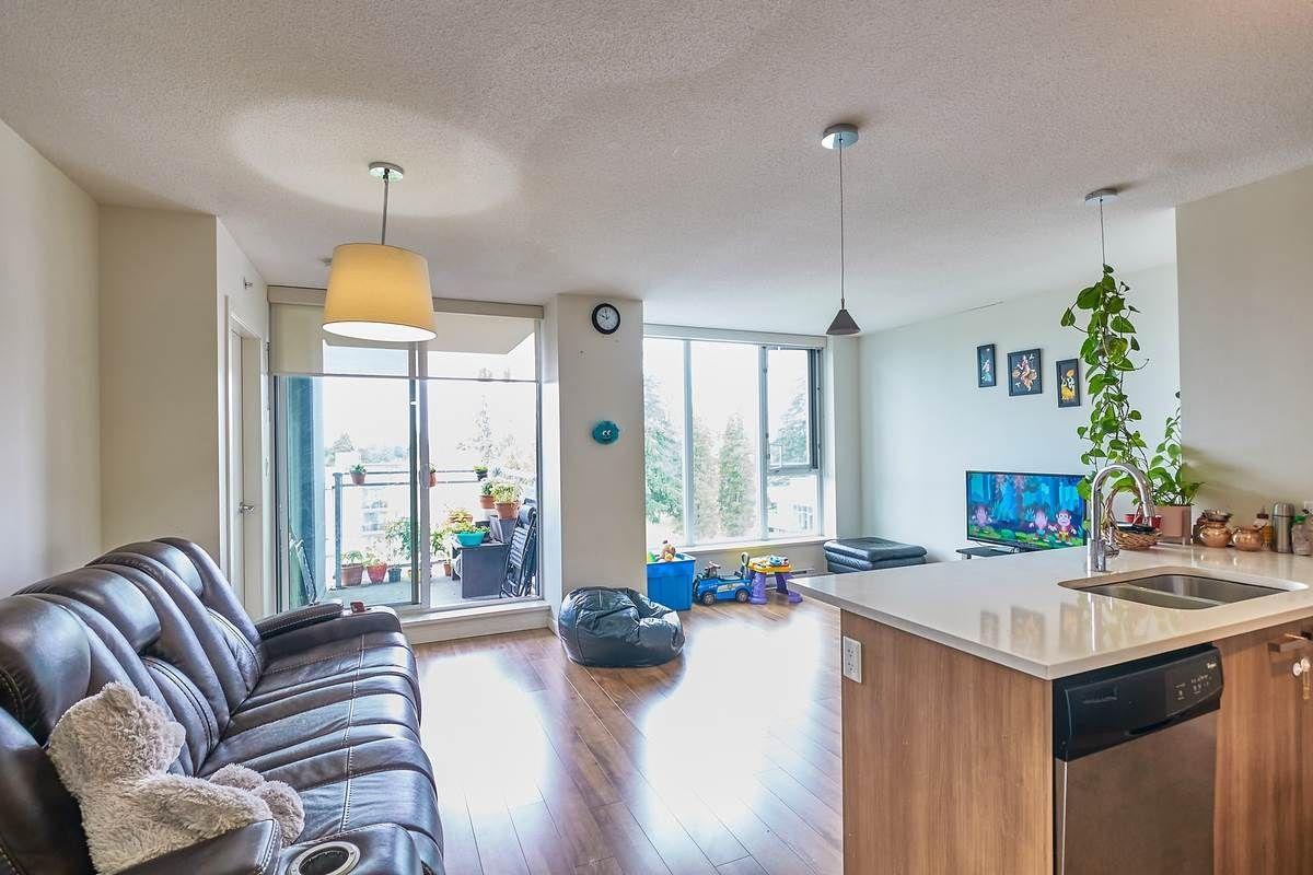 Main Photo: 701 13325 102A AVENUE in Surrey: Whalley Condo for sale (North Surrey)  : MLS®# R2486356