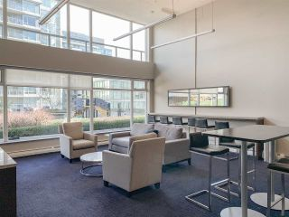 """Photo 13: 557 168 W 1ST Avenue in Vancouver: False Creek Condo for sale in """"WALL CENTRE FALSE CREEK WEST TOWER"""" (Vancouver West)  : MLS®# R2372215"""
