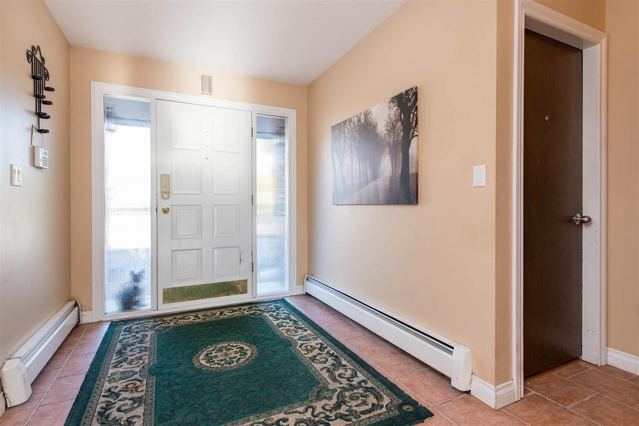 Photo 3: Photos: 2584 SUNNYSIDE Crescent in Abbotsford: Abbotsford West House for sale : MLS®# R2551772
