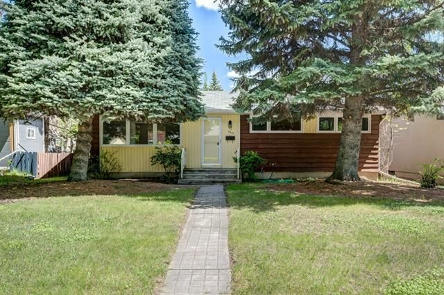 Main Photo: 3447 LANE CR SW in Calgary: Lakeview House for sale ()  : MLS®# C4270938