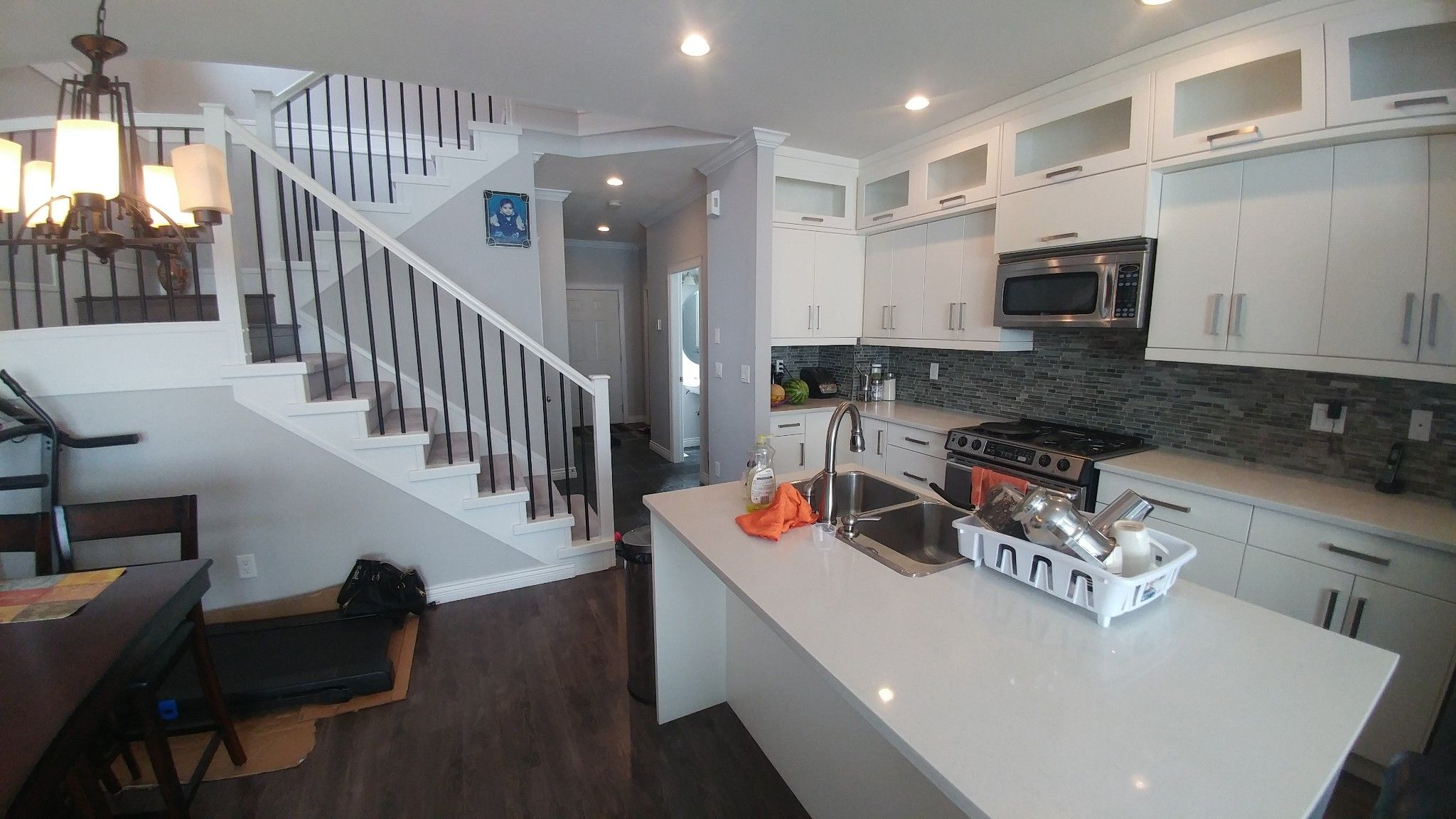 Photo 3: Photos: Upper 7137 190th St. in Surrey: Condo for rent