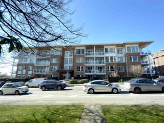 """Photo 1: 201 717 CHESTERFIELD Avenue in North Vancouver: Central Lonsdale Condo for sale in """"The Residences at Queen Mary by Polygon"""" : MLS®# R2491071"""
