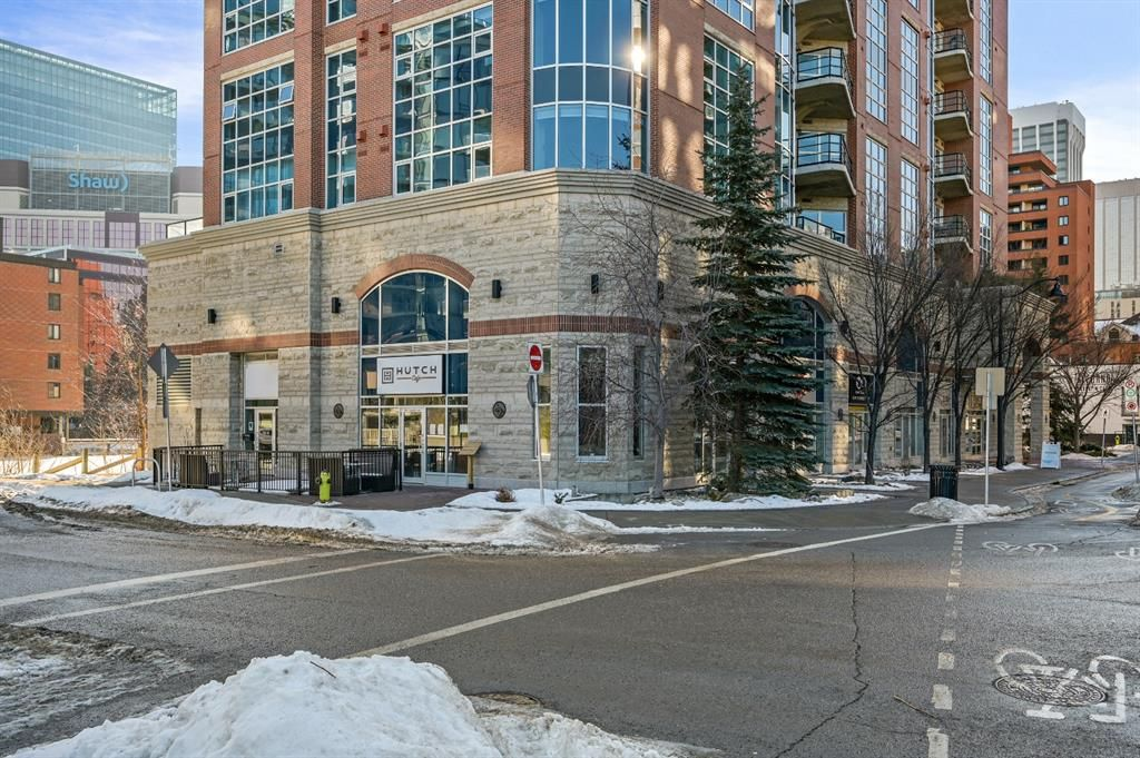 Main Photo: 104 7 Street SW in Calgary: Eau Claire Retail for sale : MLS®# A1110907