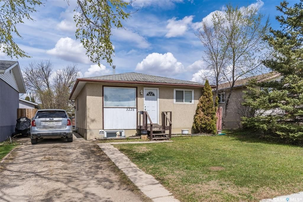 Main Photo: 3226 Massey Drive in Saskatoon: Massey Place Residential for sale : MLS®# SK860135