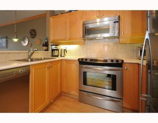 """Photo 4: 409-2929 West 4th Avenue in Vancouver: Kitsilano Condo for sale in """"The Madison"""" (Vancouver West)  : MLS®# V806678"""