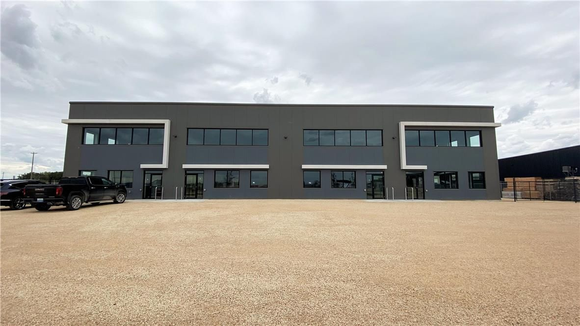 Main Photo: 13 Fast Lane in Headingley: Industrial for sale : MLS®# 202107384