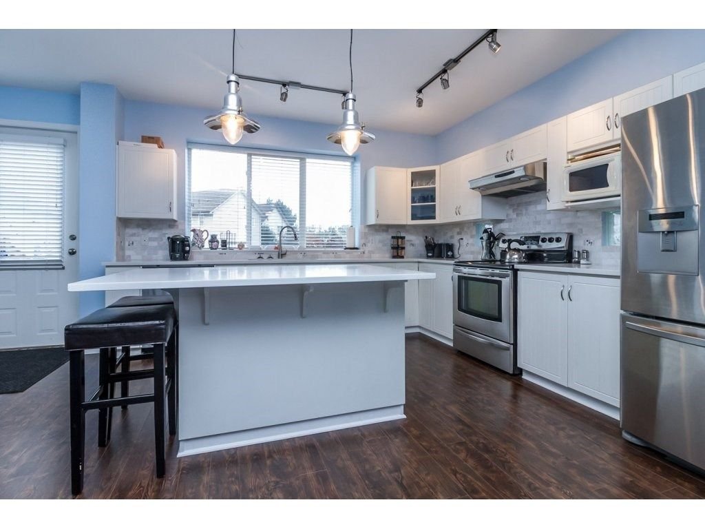 """Photo 10: Photos: 18479 66A Avenue in Surrey: Cloverdale BC House for sale in """"Heartland"""" (Cloverdale)  : MLS®# R2095726"""