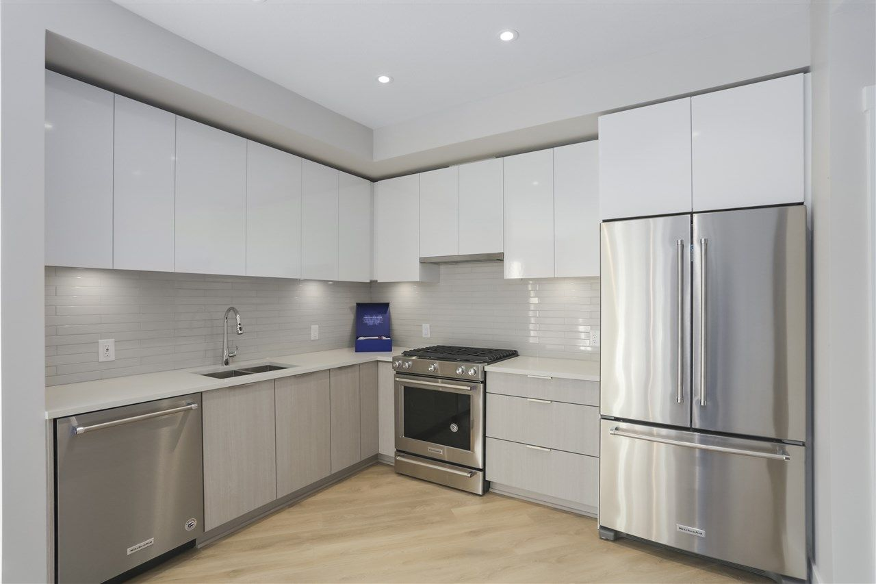 """Main Photo: 403 3588 SAWMILL Crescent in Vancouver: South Marine Condo for sale in """"Avalon 1"""" (Vancouver East)  : MLS®# R2447025"""