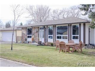 Main Photo: 27 Greyfriars Road in Winnipeg: Fort Richmond Single Family Detached for sale (South Winnipeg)  : MLS®# 1427120