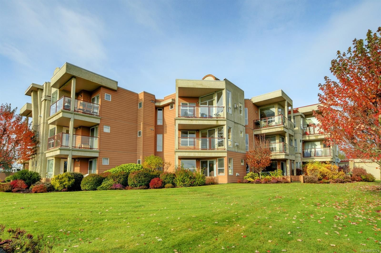 Main Photo: 306 6585 Country Rd in : Sk Sooke Vill Core Condo for sale (Sooke)  : MLS®# 872774