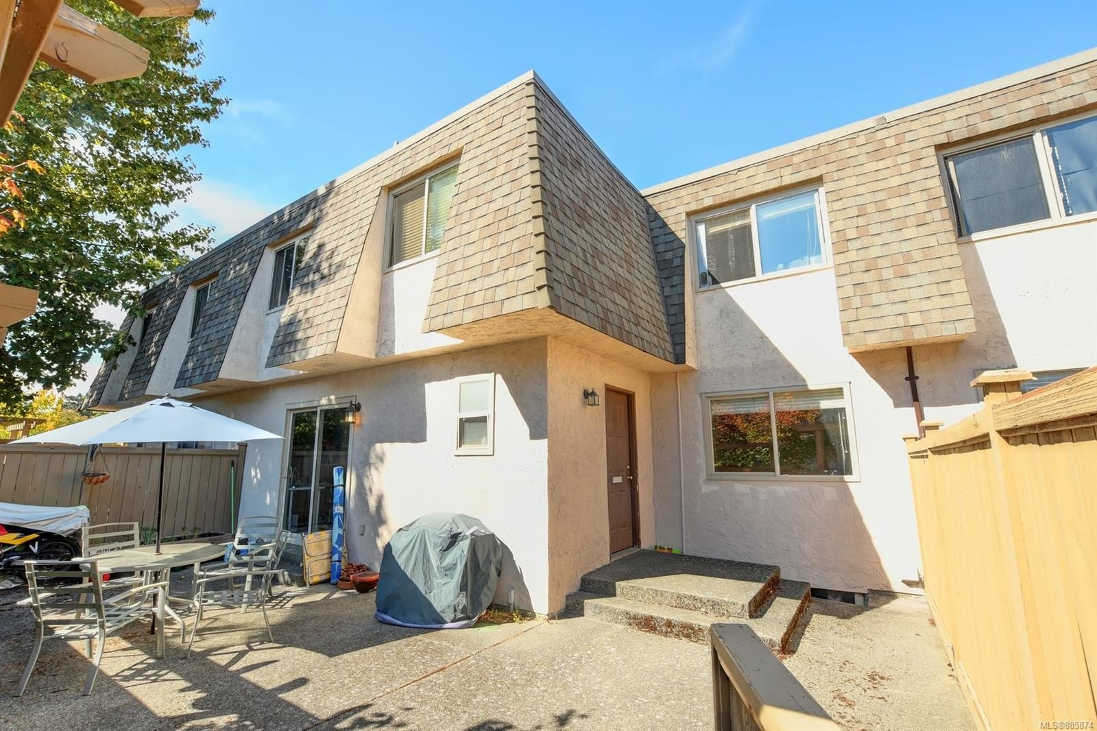 Main Photo: 29 4061 Larchwood Dr in : SE Lambrick Park Row/Townhouse for sale (Saanich East)  : MLS®# 885874