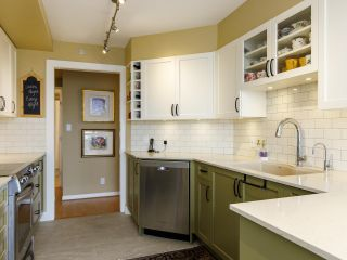 """Photo 8: 704 1575 W 10TH Avenue in Vancouver: Fairview VW Condo for sale in """"TRITON"""" (Vancouver West)  : MLS®# R2480004"""