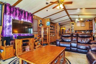 """Photo 4: 33 2305 200 Street in Langley: Brookswood Langley Manufactured Home for sale in """"Cedar Lane Park"""" : MLS®# R2465102"""