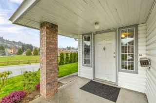 """Photo 3: 34616 CALDER Place in Abbotsford: Abbotsford East House for sale in """"McMillan"""" : MLS®# R2563991"""