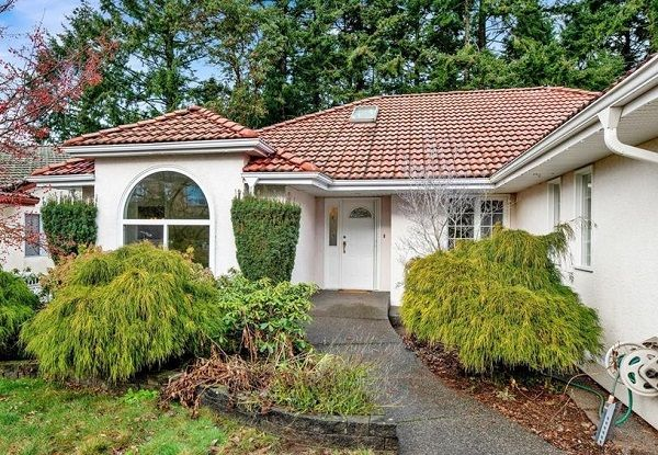 Main Photo: 5338 Georgiaview Crescent Upper in Nanaimo: Residential for rent