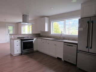 Photo 5: 950A 12TH AVENUE in Montrose: House for sale : MLS®# 2461481