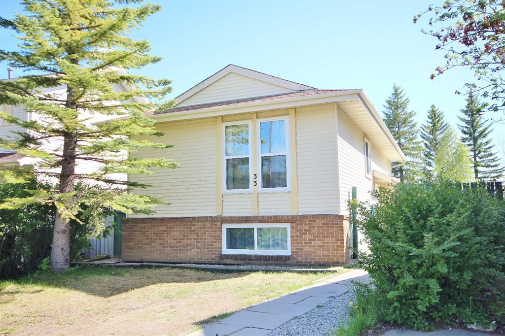 Main Photo: 33 Edgeburn Crescent NW in Calgary: Edgemont Detached for sale : MLS®# A1119029