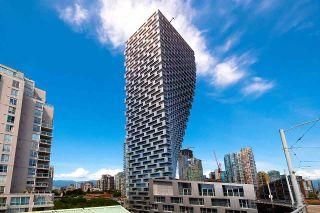 "Photo 2: 3703 1480 HOWE Street in Vancouver: Yaletown Condo for sale in ""Vancouver House"" (Vancouver West)  : MLS®# R2527999"