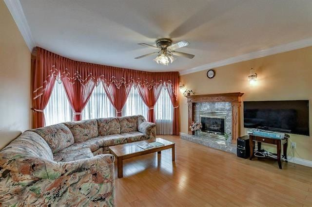 Photo 2: Photos: 14322 70A Avenue in Surrey: East Newton House for sale : MLS®# R2232090