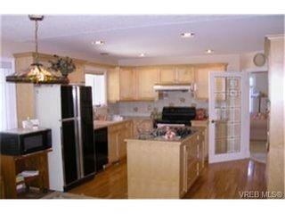 Photo 2: 4212 Oakview Pl in VICTORIA: SE Lambrick Park House for sale (Saanich East)  : MLS®# 348217
