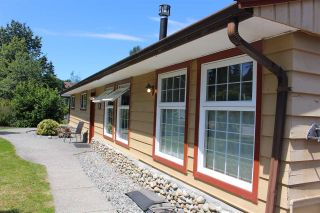 """Photo 2: 914 DAVIS Road in Gibsons: Gibsons & Area House for sale in """"TOWN OF GIBSONS"""" (Sunshine Coast)  : MLS®# R2478036"""