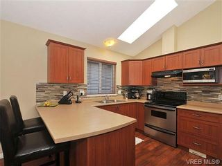 Photo 5: 104 Thetis Vale Cres in VICTORIA: VR Six Mile House for sale (View Royal)  : MLS®# 656097