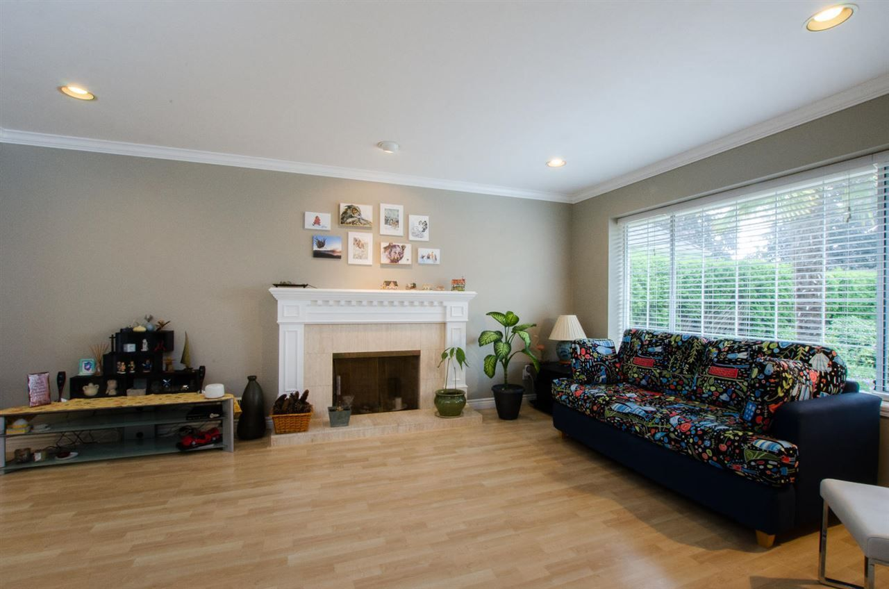 """Photo 3: Photos: 6159 45 Avenue in Delta: Holly House for sale in """"Sunrise"""" (Ladner)  : MLS®# R2284913"""