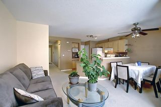Photo 5: 18 Royal Oak Gardens NW in Calgary: Royal Oak Row/Townhouse for sale : MLS®# A1133909