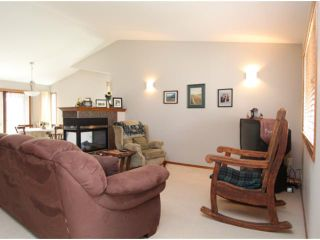 Photo 5: 779 STONEHAVEN Drive: Carstairs Residential Detached Single Family for sale : MLS®# C3617481