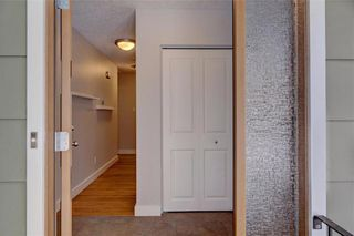 Photo 3: 611 WOODSWORTH Road SE in Calgary: Willow Park Detached for sale : MLS®# C4216444