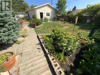 Photo 3: 408 Royal  Crescent N in Trochu: House for sale : MLS®# A1139955