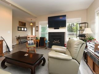 Photo 3: 15 Haagensen Crt in View Royal: VR Six Mile House for sale : MLS®# 839376