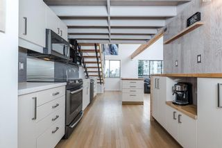 Photo 1: 406 1363 CLYDE AVENUE in West Vancouver: Home for sale : MLS®# R2035971