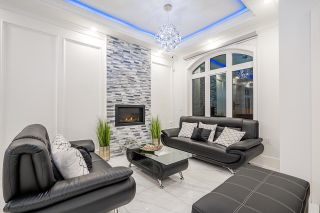 Photo 4: 2422 ANCASTER Crescent in Vancouver: Fraserview VE House for sale (Vancouver East)  : MLS®# R2618335