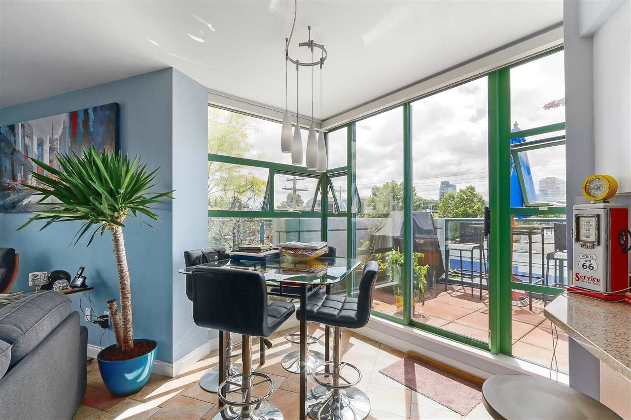 """Photo 10: Photos: 301 1630 W 1ST Avenue in Vancouver: False Creek Condo for sale in """"THE GALLERIA"""" (Vancouver West)  : MLS®# R2383041"""