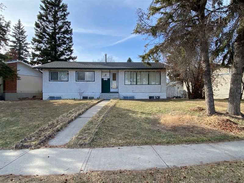 FEATURED LISTING: 835 Forest Place Southeast Calgary